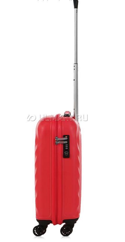 Новый чемодан на колесах American Tourister