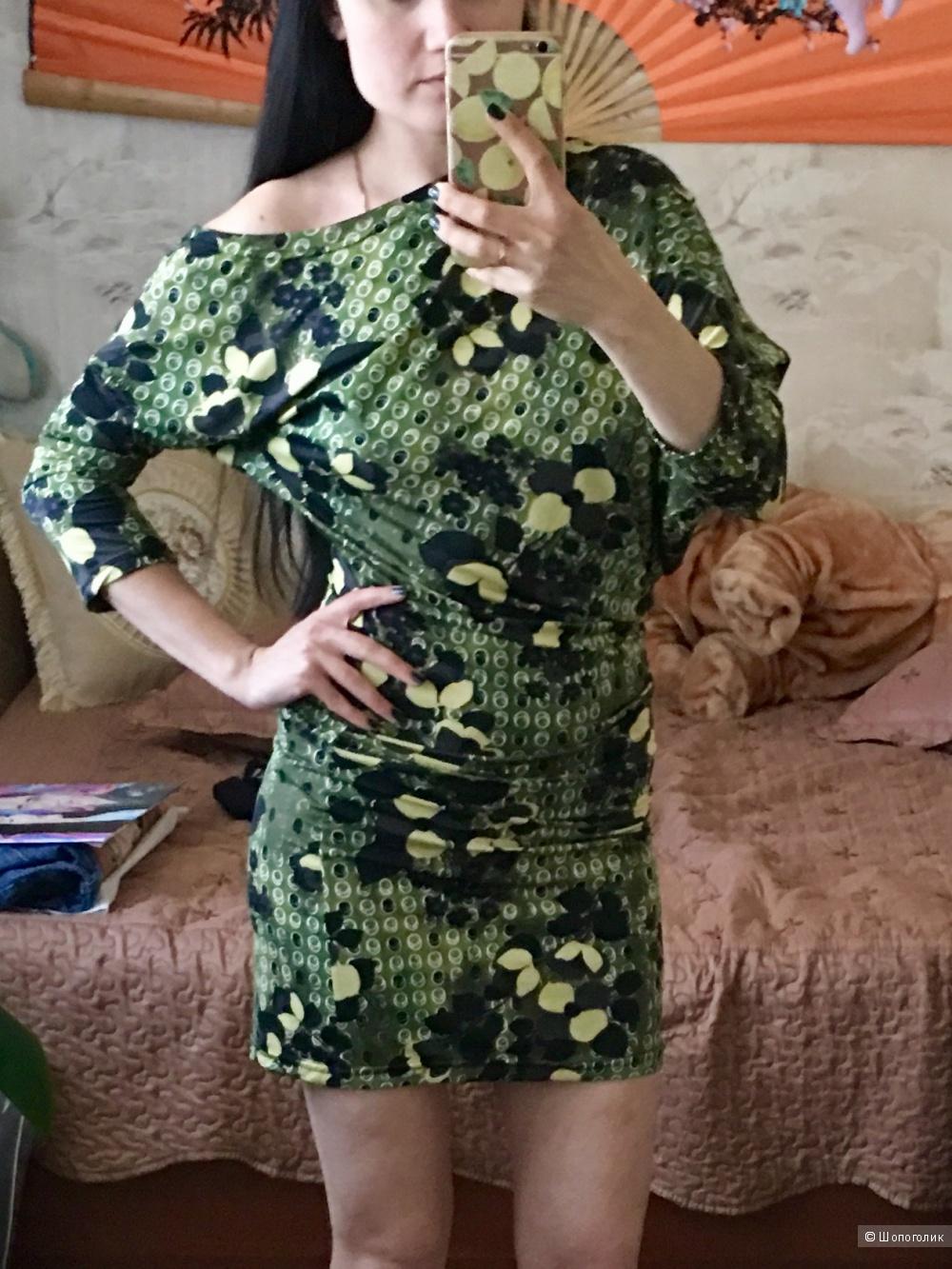 Зеленое платье . Размер 42-44