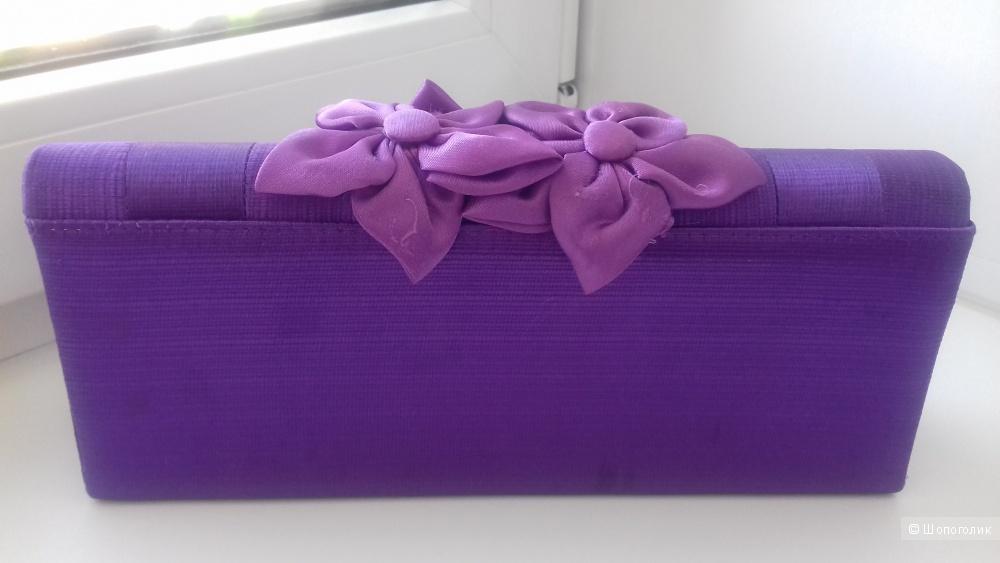 Фиолетовый клатч с цветами на цепочке или ремешке