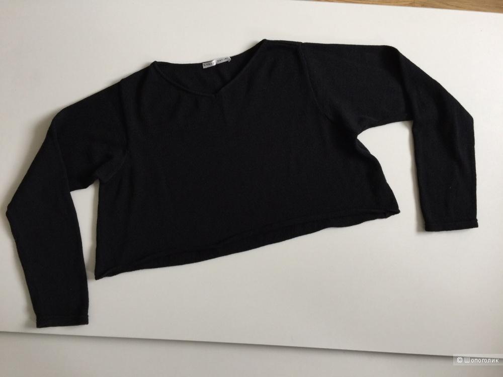 Кофта черная,  укороченная , расширенный силуэт марка SARAH PASINI размер 42-44
