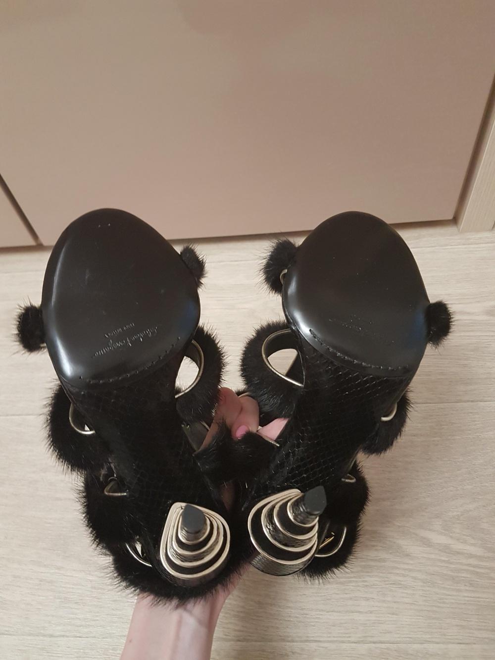 Босоножки Salvatore Ferragamo из кожи питона и меха норки, размер 37