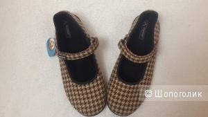 Туфельки для девочки Titanitos (Испания) , размер 37 (на 36)