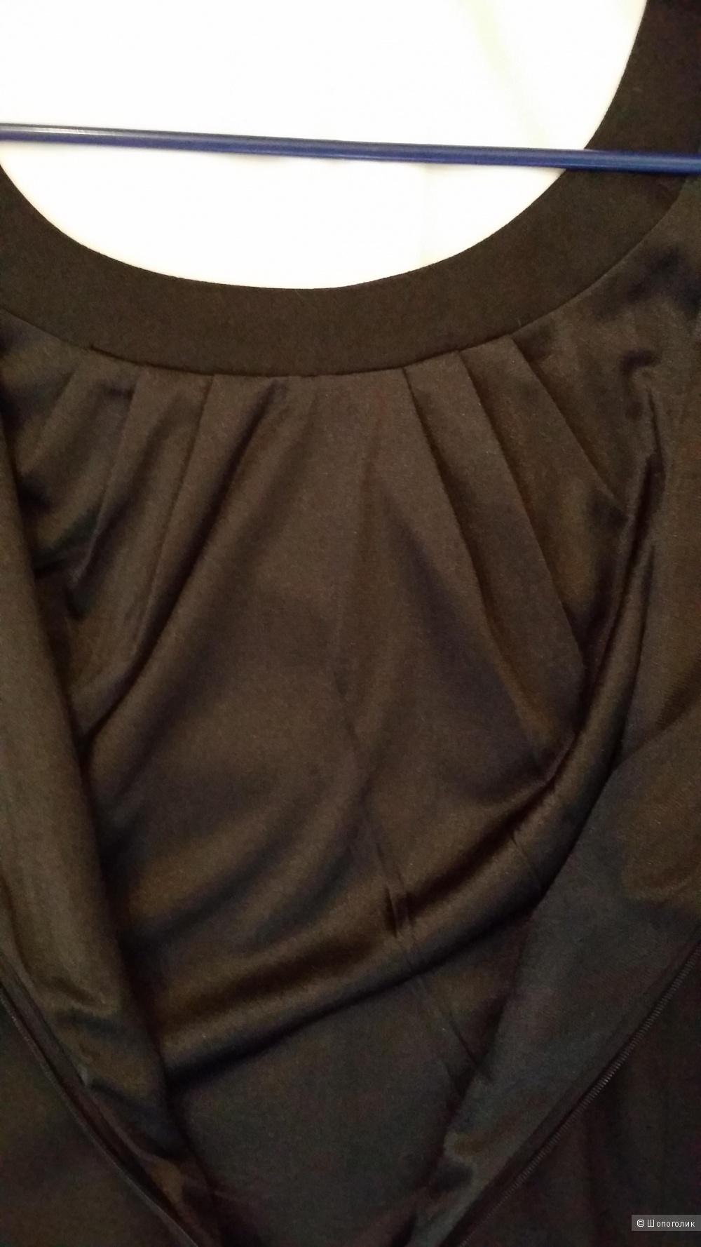 Элегантное маленькое черное платье ZARINA 46 размер с красивыми деталями.