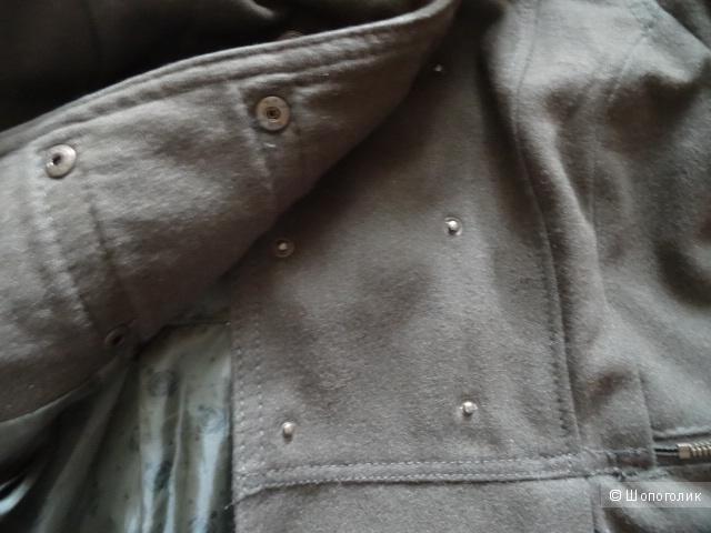 "Двубортное пальто в стиле милитари ""Bershka"", размер 42-44, б/у"