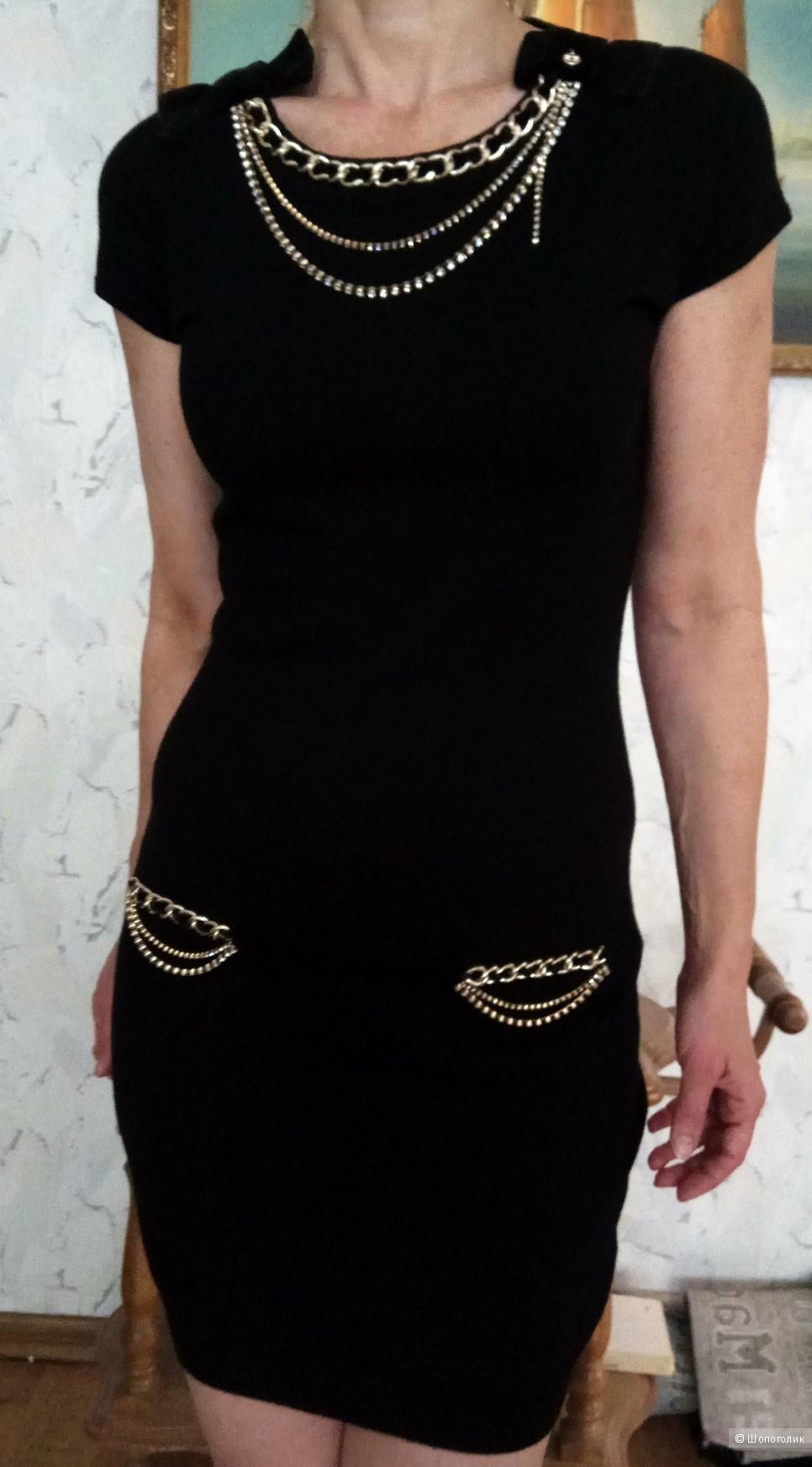 Платье Elisabetta Franchi с цепями и стразами Сваровски,46