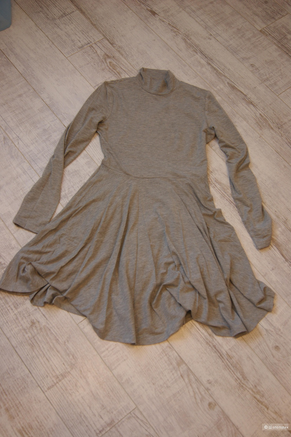 Новое базовое серое платье, размер M
