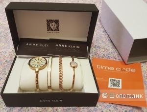 Часы в комплекте с браслетами Anne Klein