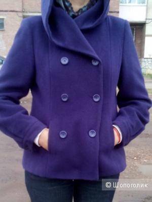 Пальто укороченное с капюшоном темно лилового цвета MADELEINE Германия(шерсть-кашемир) в размере 40D F42 14GB(48-50 росс)