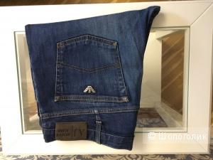 Джинсы голубые Armani Jeans р 36