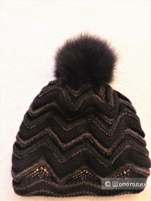 Коричневая шапочка с натуральным помпоном и стразами TAVITTA