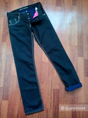 Джинсы черные с пришивкой светлой нитью KARL MOMMOO Италия в размере 31(46-48 росс)