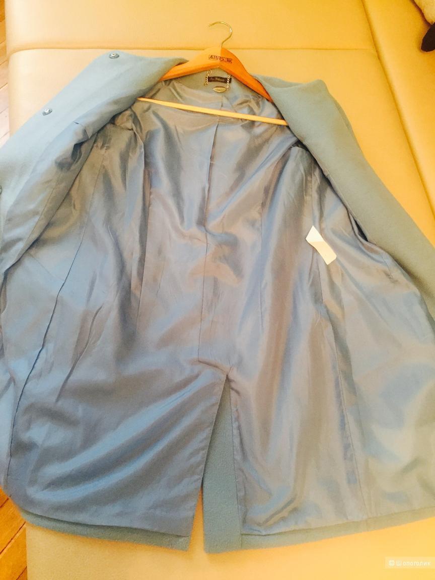 Голубое пальто, размер S.