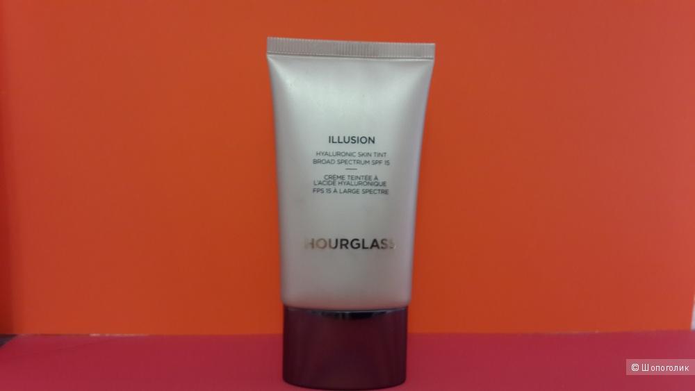 Тональная основа HOURGLASS Illusion Hyaluronic Skin Tint SPF 15, 30 мл