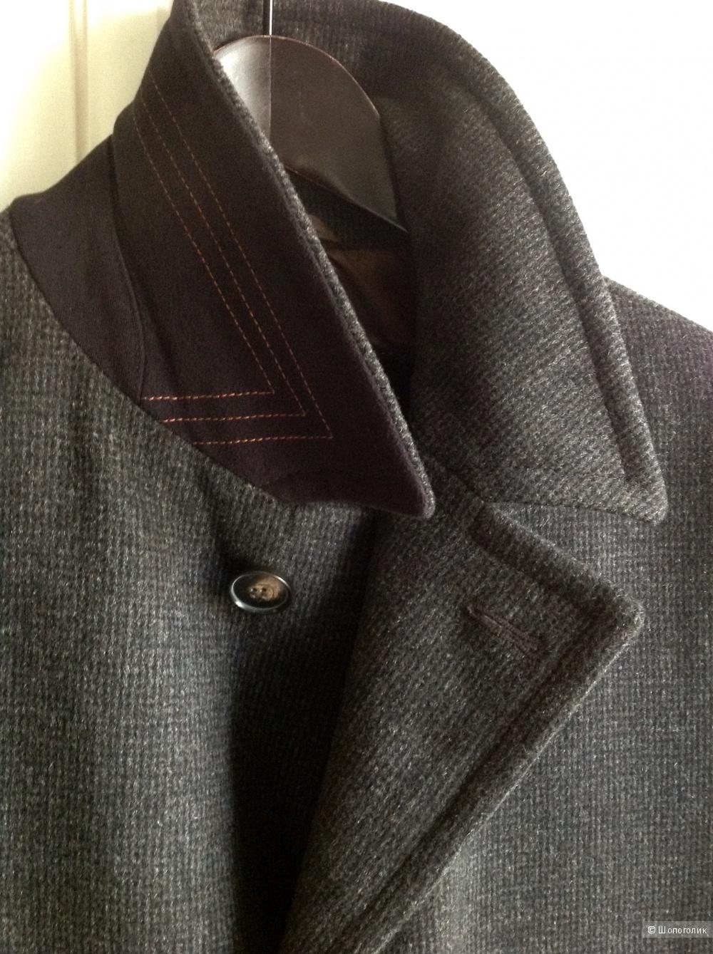 Мужское пальто Hugo Boss, размер 52.
