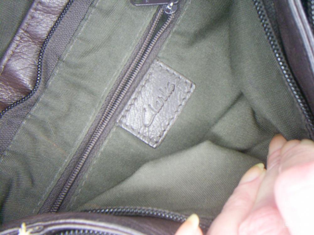 Кожаная сумка кроссбоди цвета горький шоколад от Clarks.