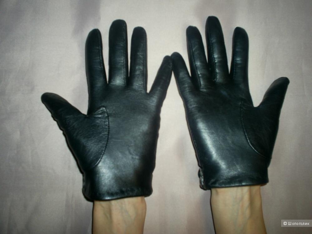 Кожаные короткие перчатки от South.