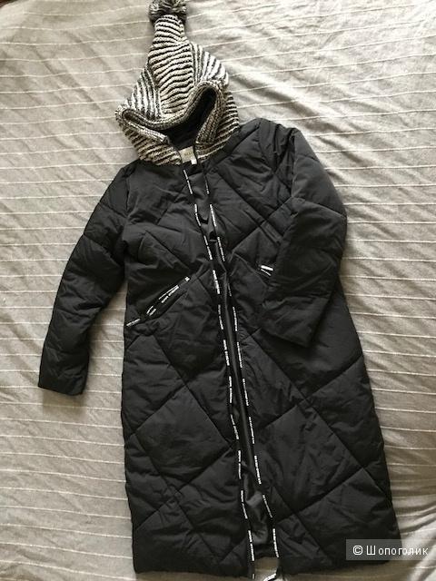 Куртка на синтепоне 42 размер, длинная.