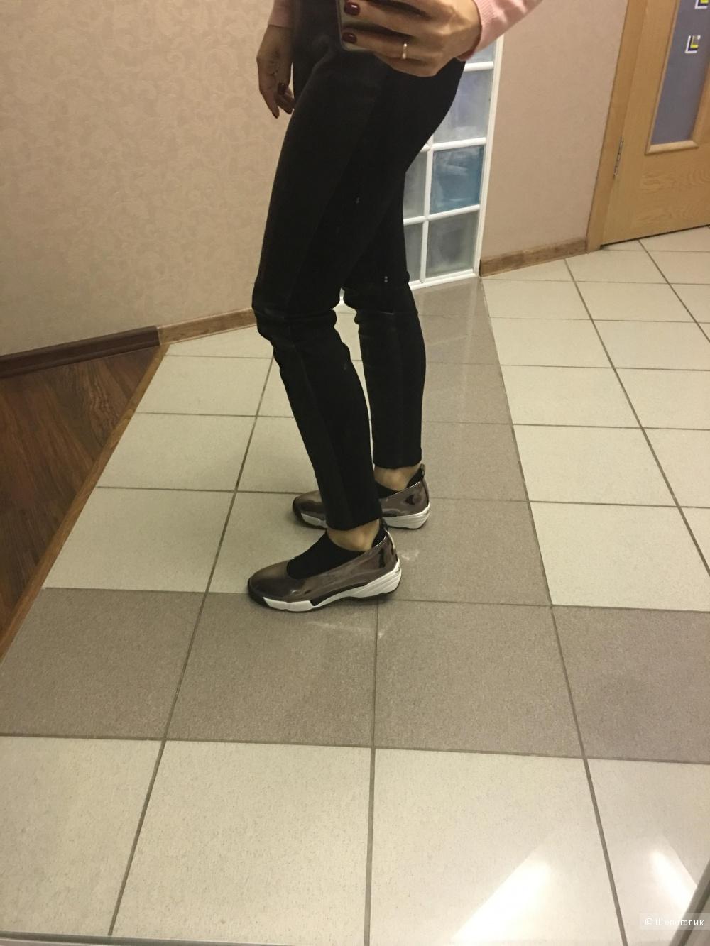 Новые женские кроссовки итальянского бренда Pinko 39 размер