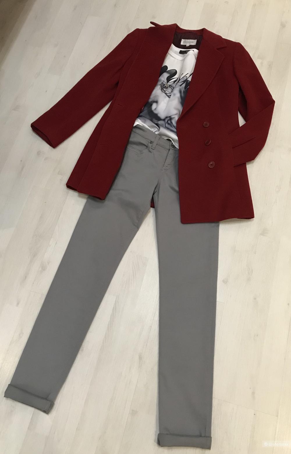 Пальто Cantarelli,  футболка Liu Jo, джинсы Sisley. размер 42