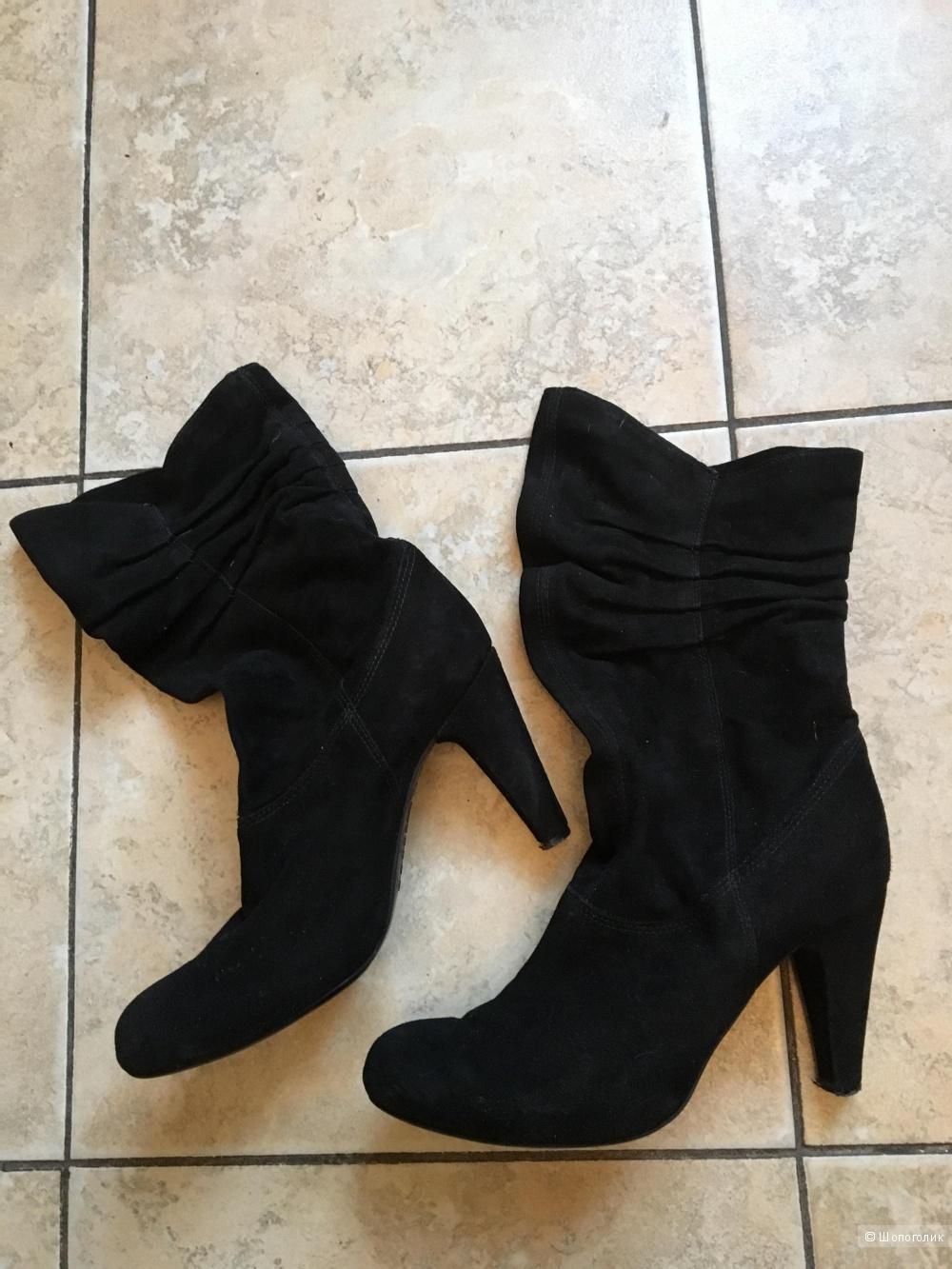 Черные замшевые полусапожки на каблуке Vic р.36