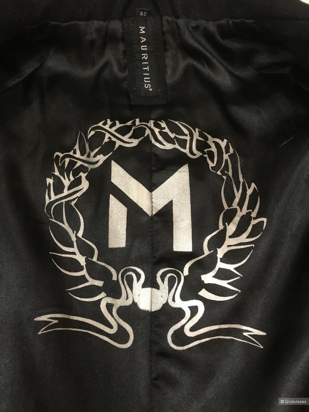 Пальто Mauritius, джемпер Armani Exchange, джинсы Roccobarocco р 46