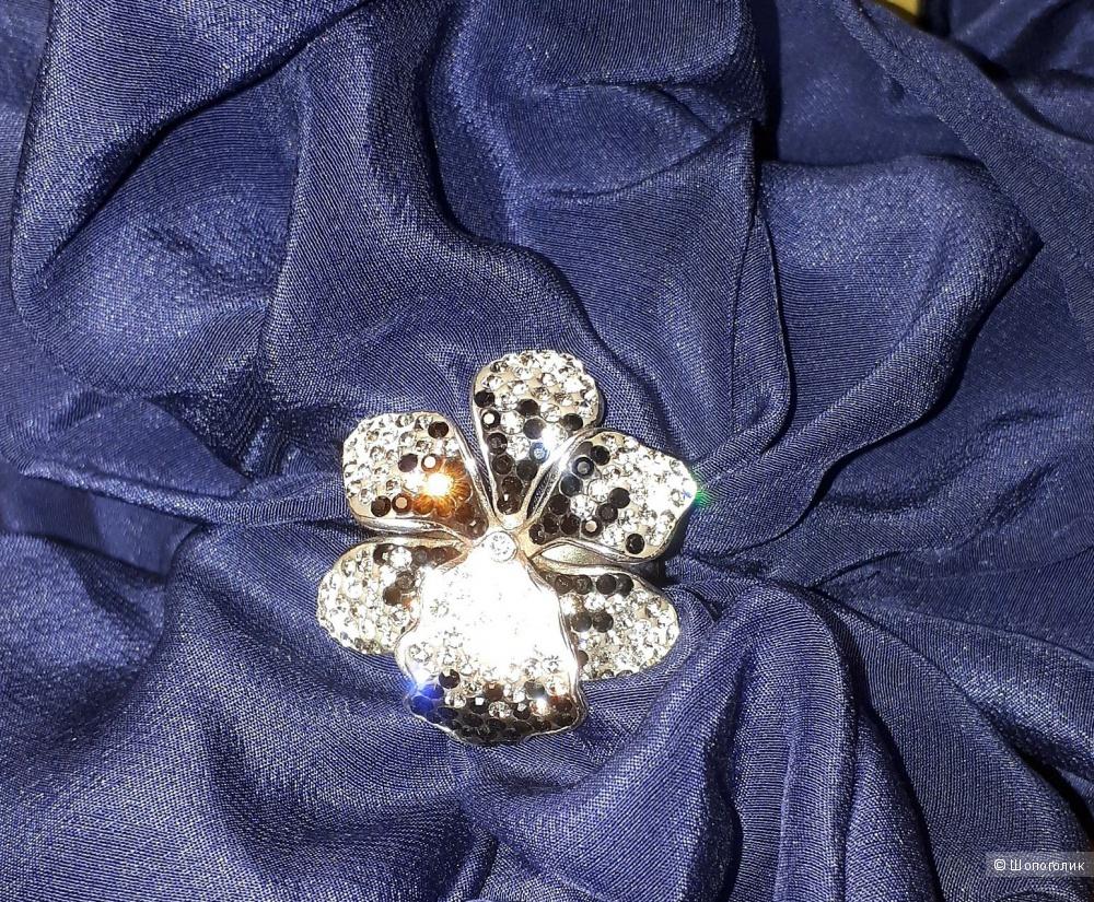 Серебряное кольцо  925 проба со вставками Сваровски