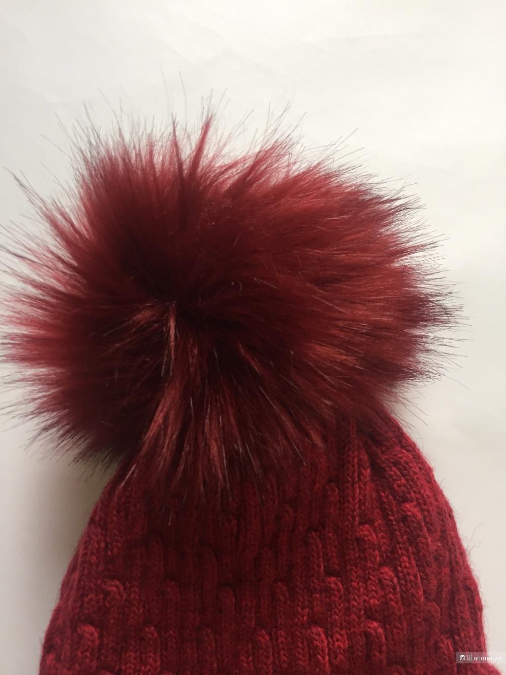 Красная шапка с помпоном