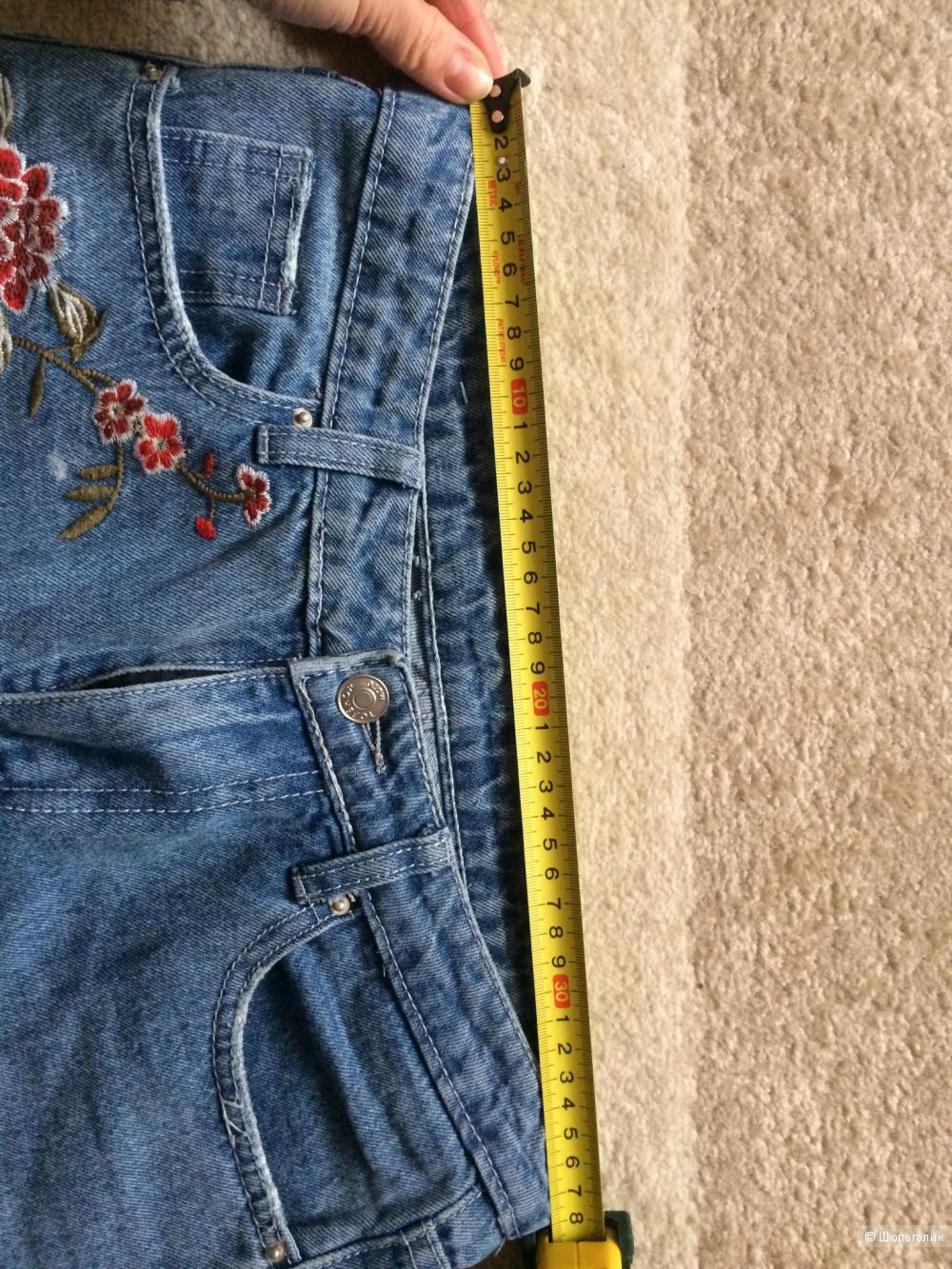 Джинсы с вышивкой 27 размер