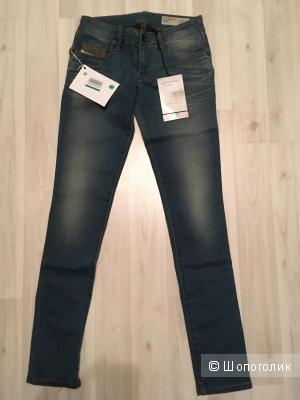Новые джинсы DIESEL р. 25W 32L