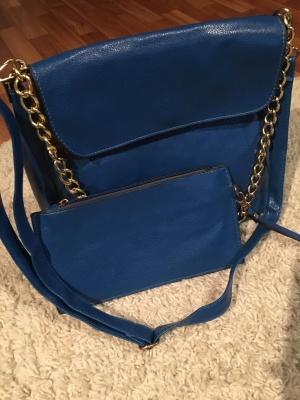 Комплект из новой сумки и косметички