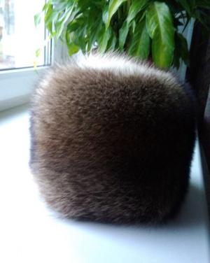 Новая шапка из енота «Меховая радуга», размер 58