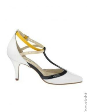 Туфли молочного белого цвета кожанные лак 40-41 размер