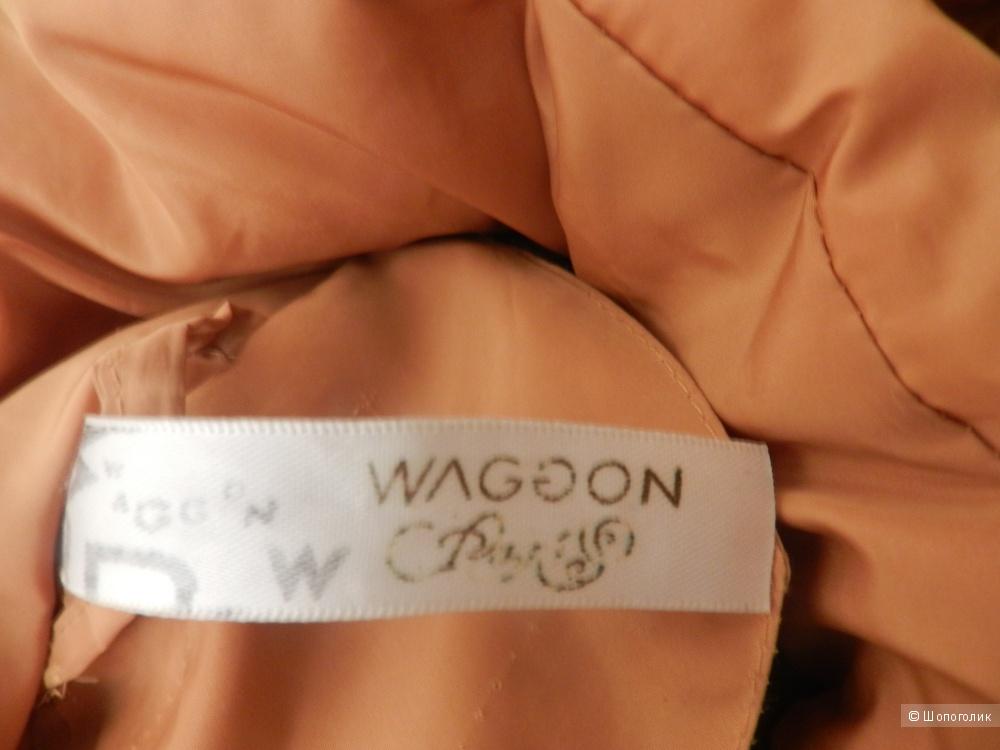 Пальто Vaggon Paris  с мехом енота размер 44