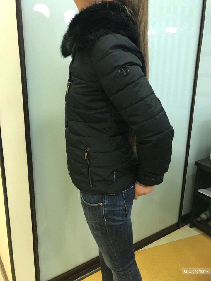 a0f8a2a1cd4 Женская куртка Armani Jeans