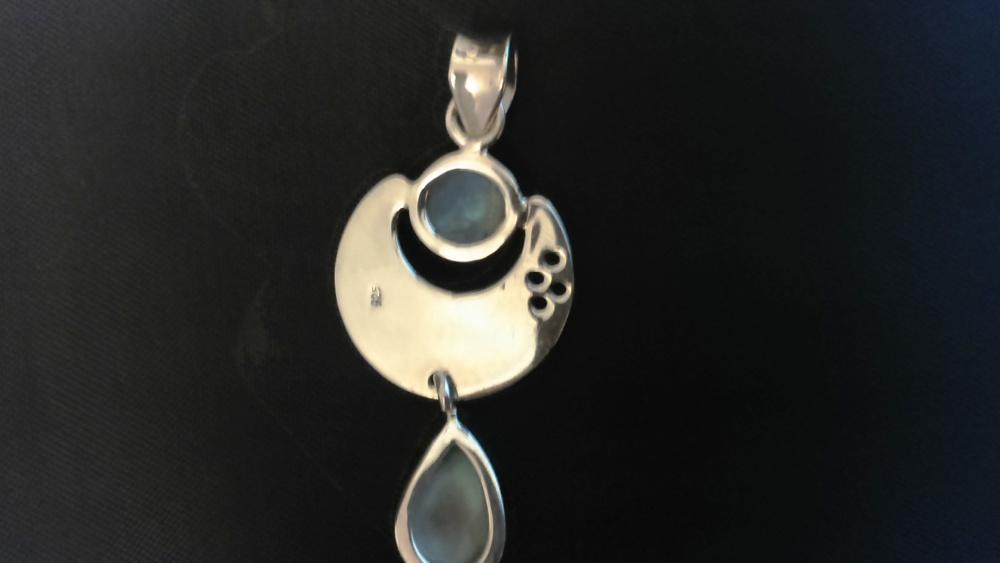Серебряная подвеска с ларимаром и лунным камнем