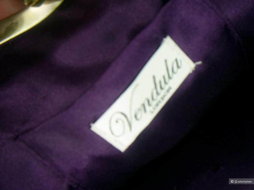 Вечерняя бархатная сумочка от Vendula London.