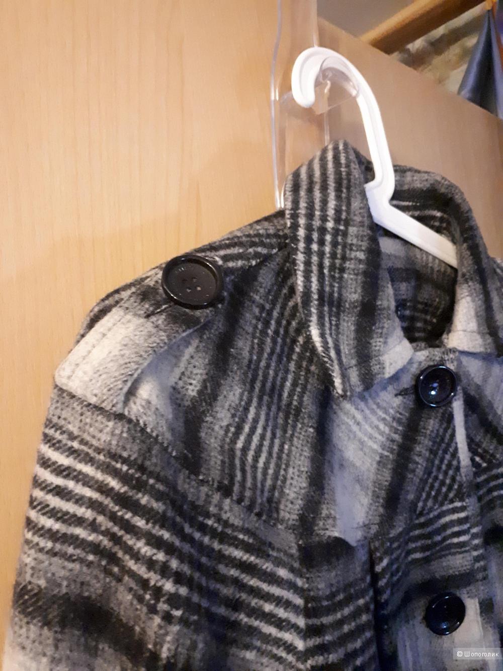 Пальто р.38 Amiso