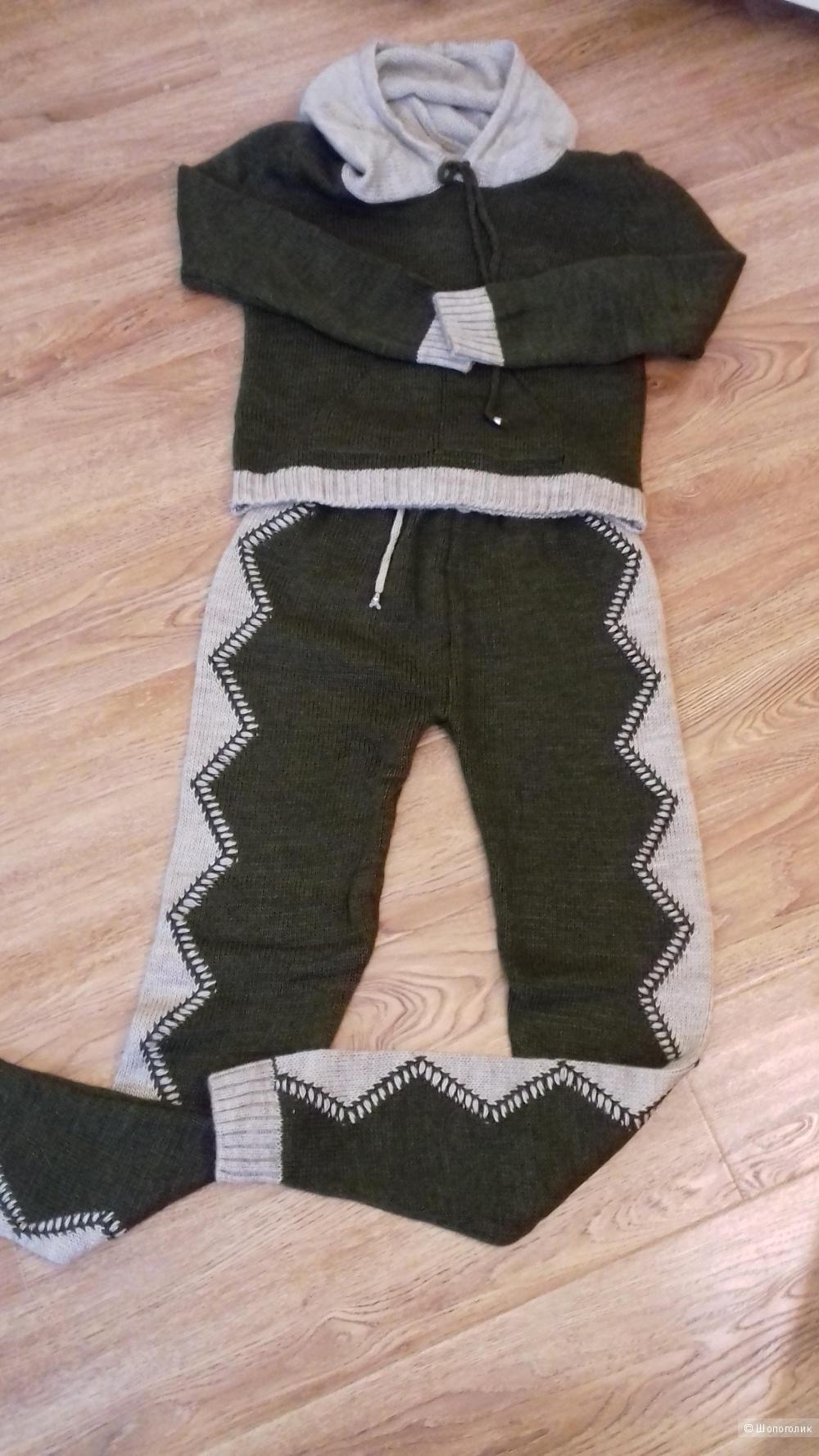 Вязаный костюм, размер 42-44-46