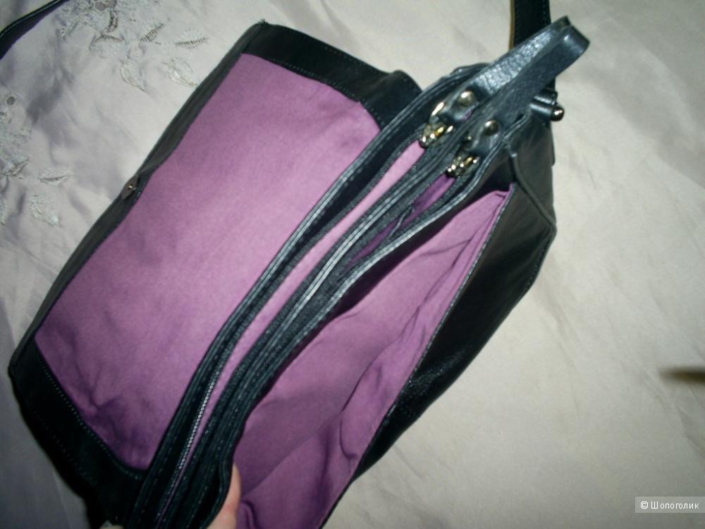 Кожаная сумка от Clarks.