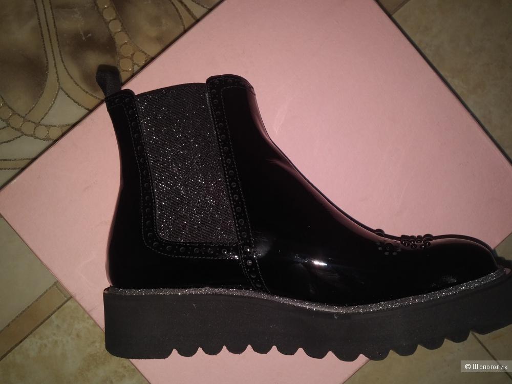 Ботинки Pertini, размер 38-39.