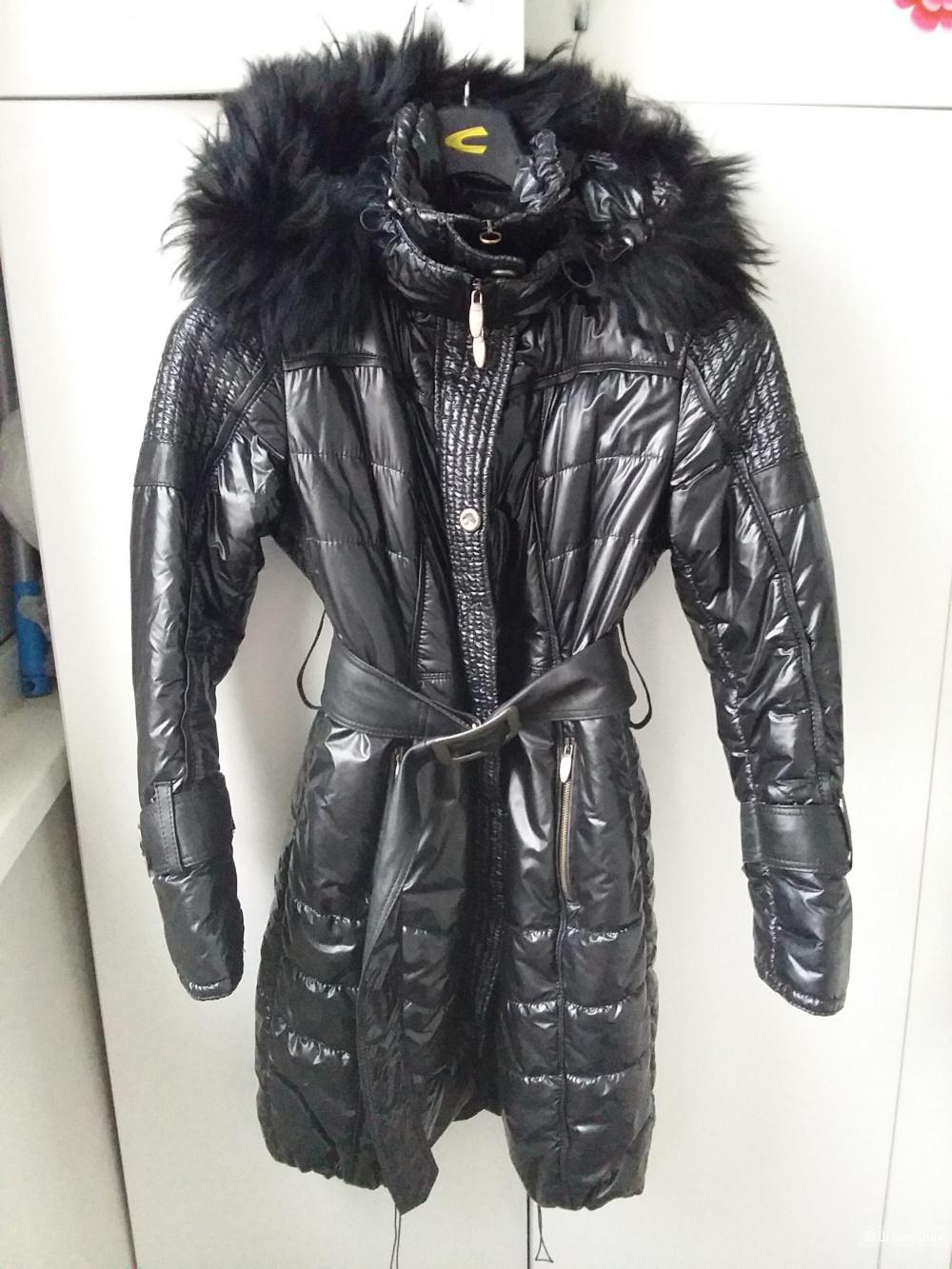 Женское пальто с натуральным мехом FONTANELLI  на 44-46 размер