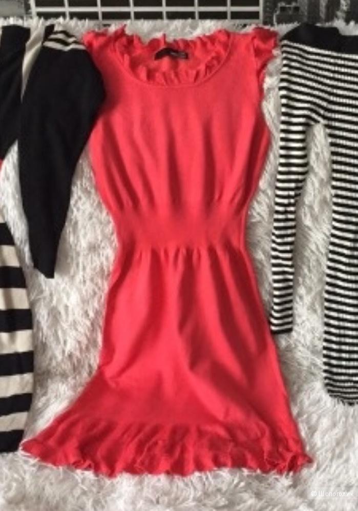 Платье Moschino 42