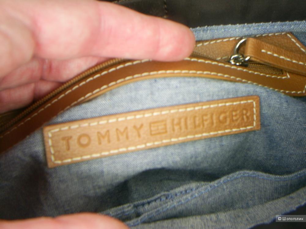 Сумка от Tommy Hilfiger.