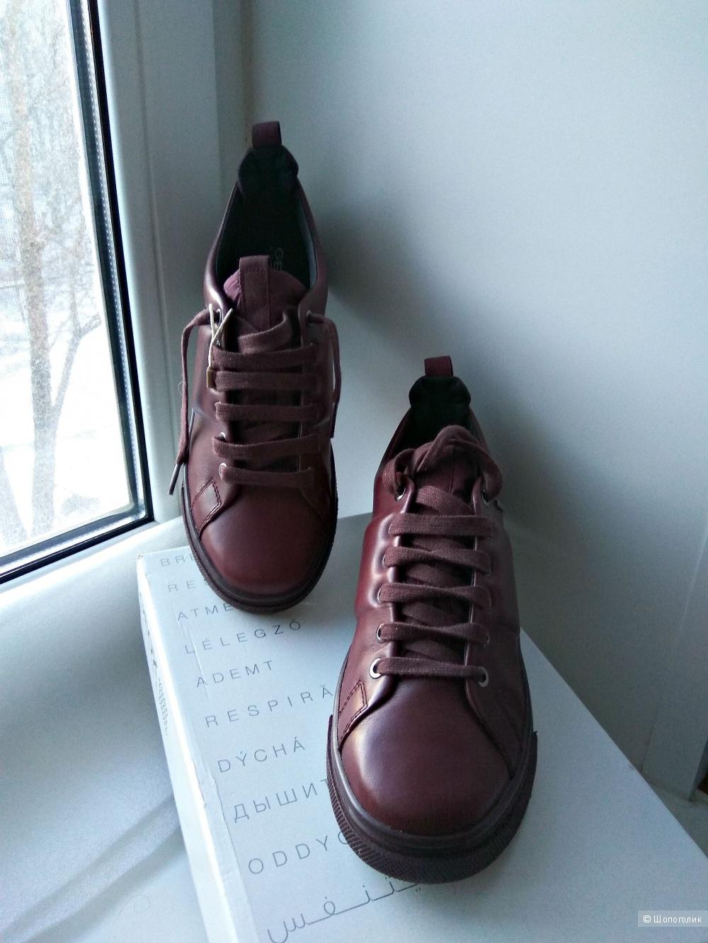 Женские кожаные кроссовки GEOX р38