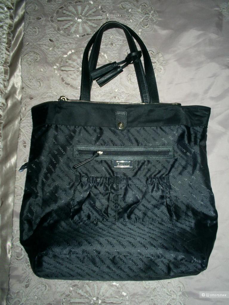 Сумка-шоппер от DKNY.