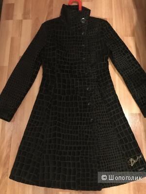 Пальто Desigual 42-44 размер