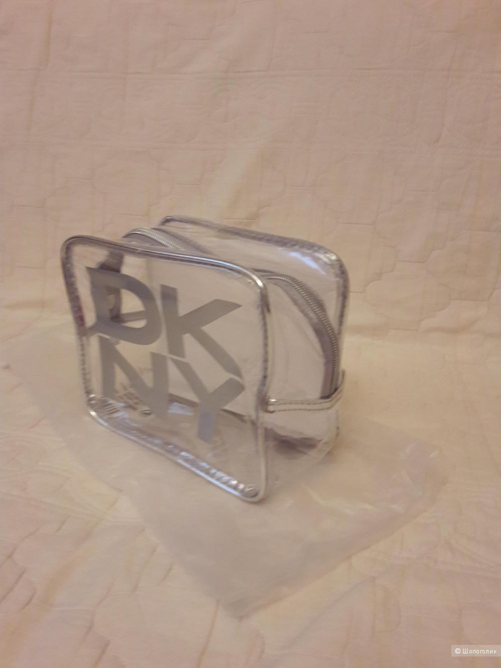 DKNY: прозрачная косметичка