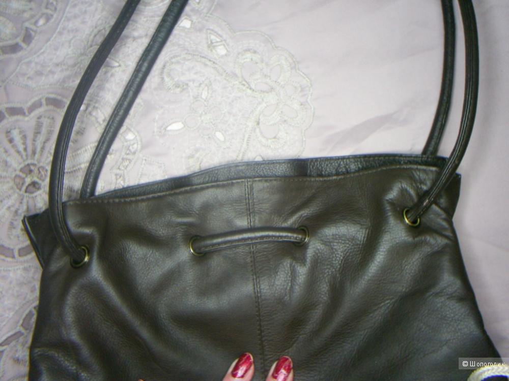 Кожаная сумка от Gigi.