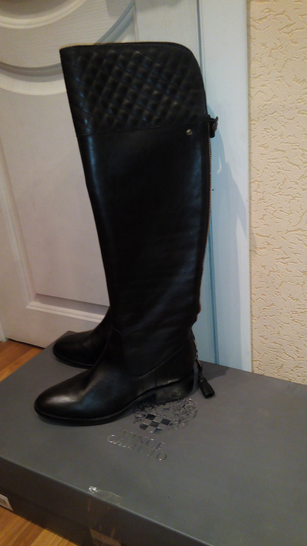 Новые кожаные сапоги Vince Camuto размер 7,5
