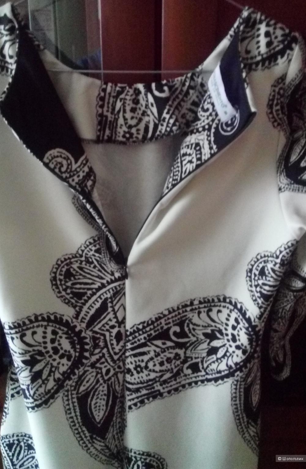 Платье-футляр размер М